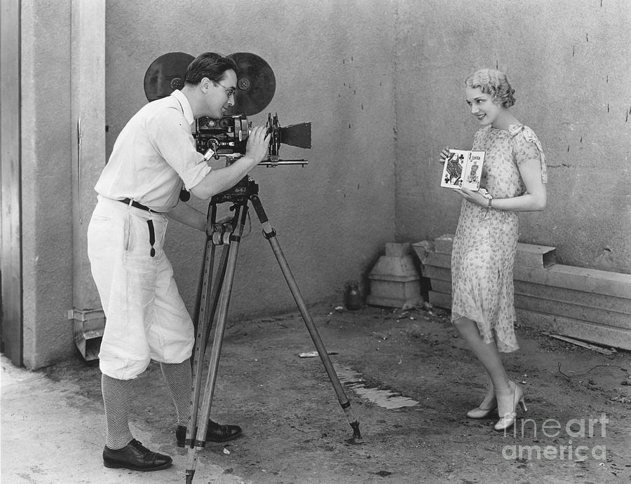 1920s Photograph - MOVIE CAMERA, 1920s by Granger