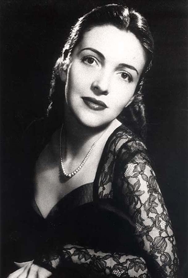 History Photograph - Nancy Davis Reagan In A Portrait by Everett