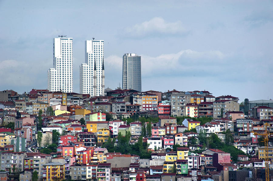 Horizontal Photograph - New Istanbul by Cheminsnumeriques
