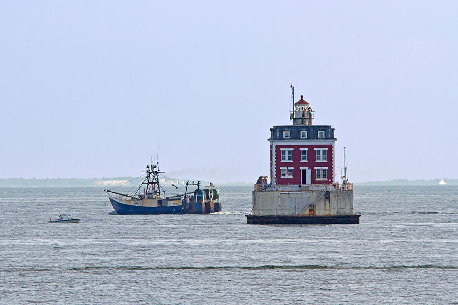 New London Photograph - New London Ledge Lighthouse. by David Freuthal