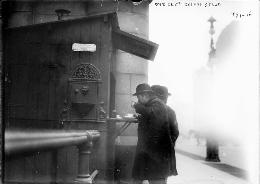 1900s Photograph - New York City, Man Drinking Coffee by Everett