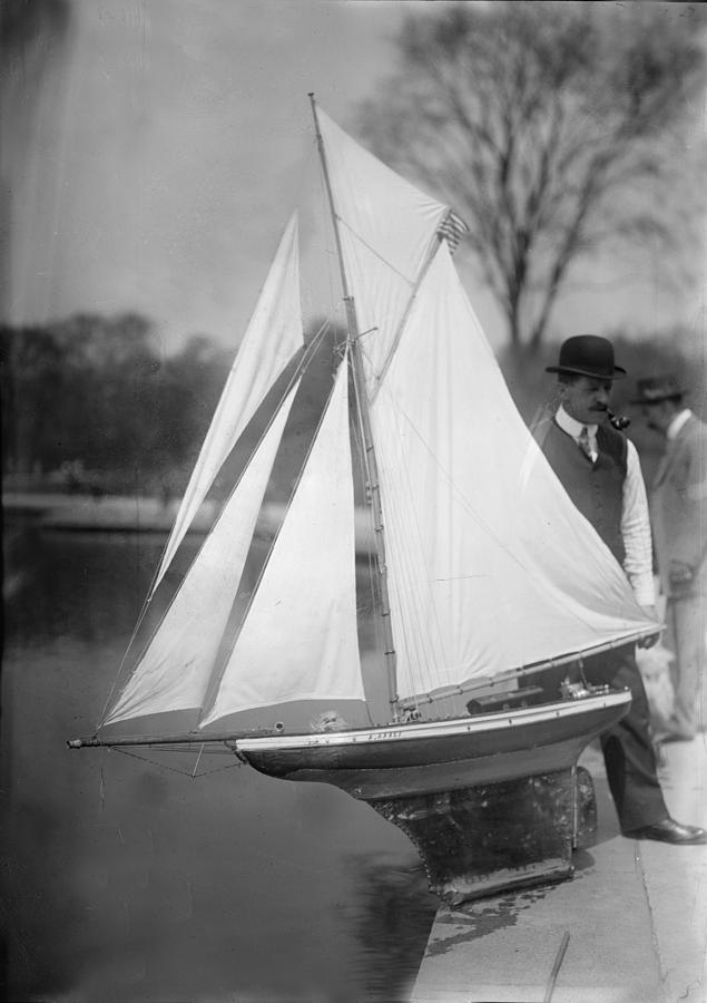1910s Photograph - New York City, Man With Toy Yacht by Everett