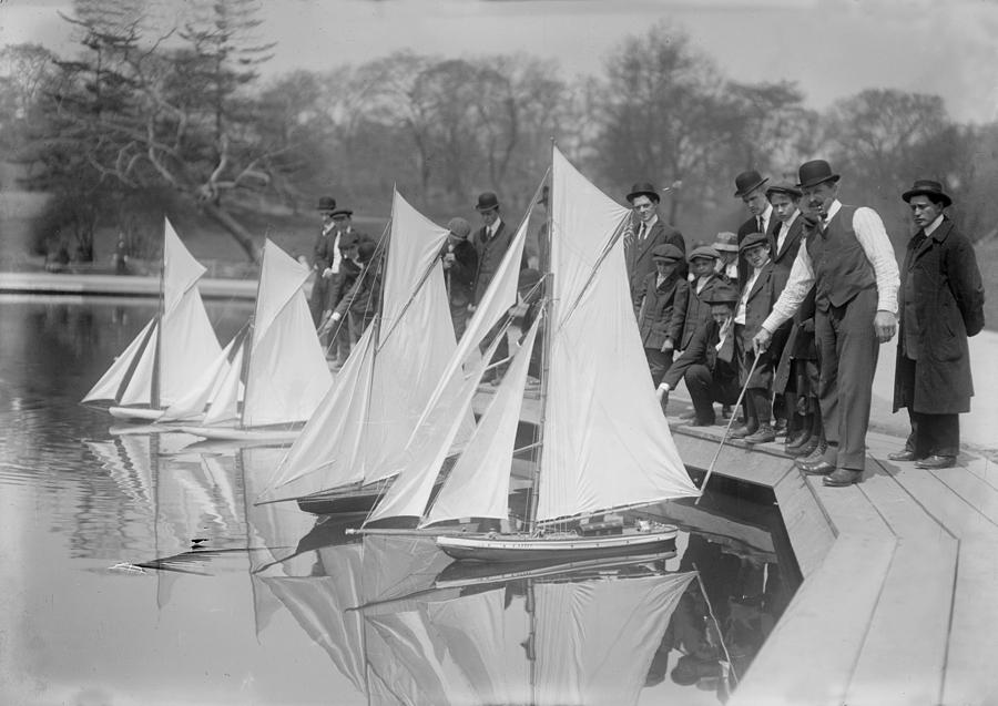 1910s Photograph - New York City, Start Of Toy Yacht Race by Everett