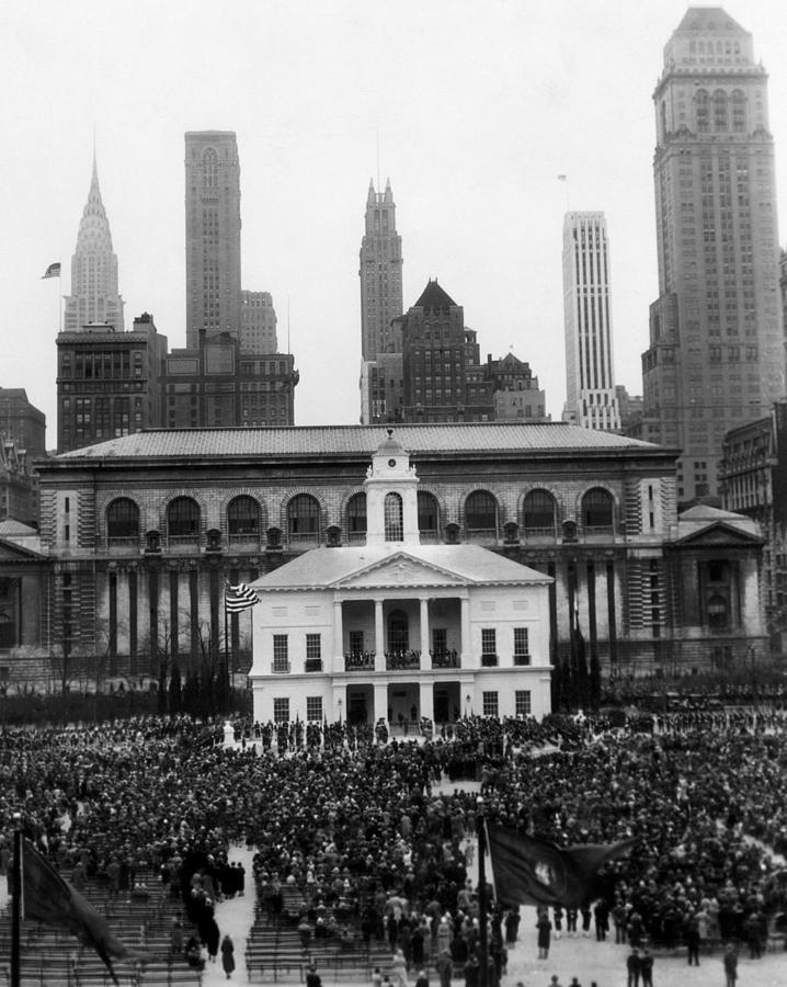 1930s Photograph - New Yorks Observance Of George by Everett
