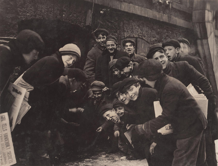 1910s Photograph - Newsboys Playing A Dice Game by Everett