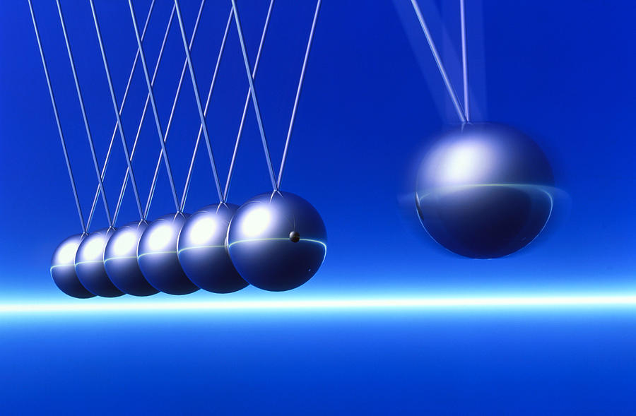 Newton's Cradle Photograph - Newtons Cradle In Motion by Pasieka