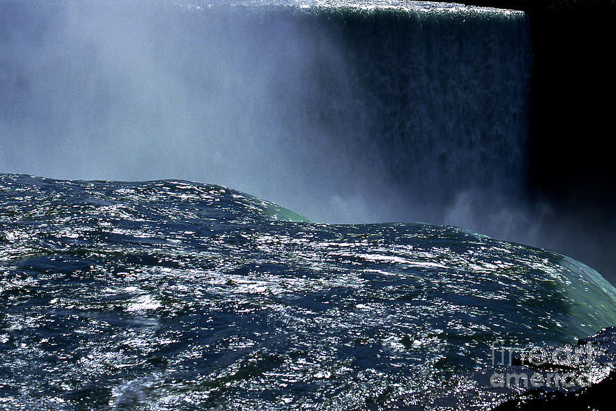 Nigara Photograph - Niagara by Barry Shaffer