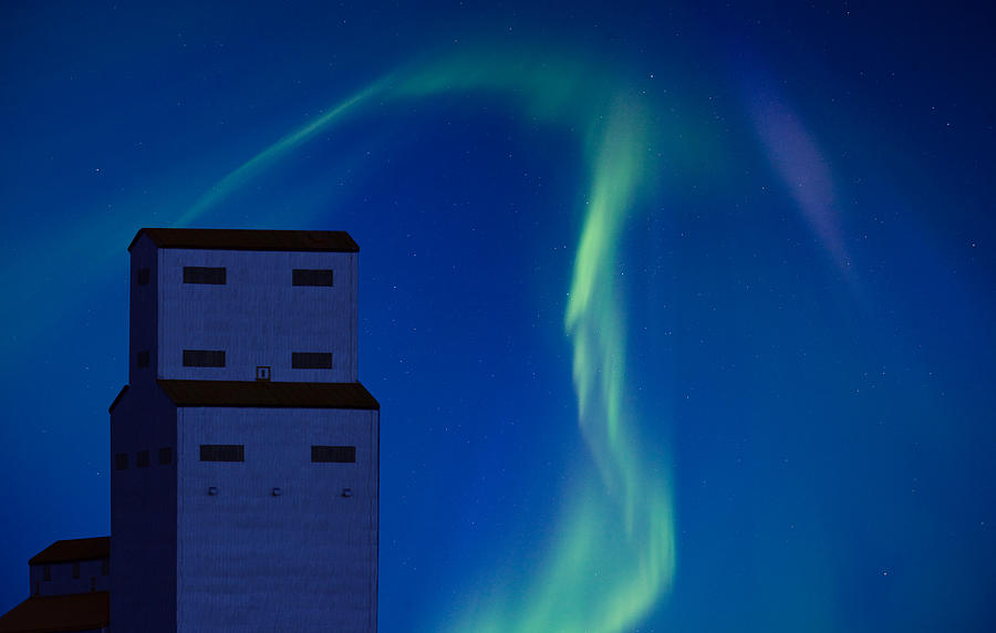 Landscape Digital Art - Northern Lights And Grain Elevator by Mark Duffy