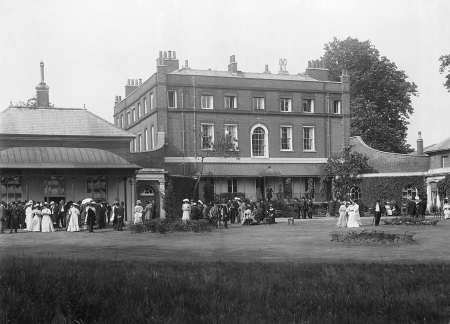 Mansion Photograph - Npl Headquarters, 1906 by National Physical Laboratory (c) Crown Copyright