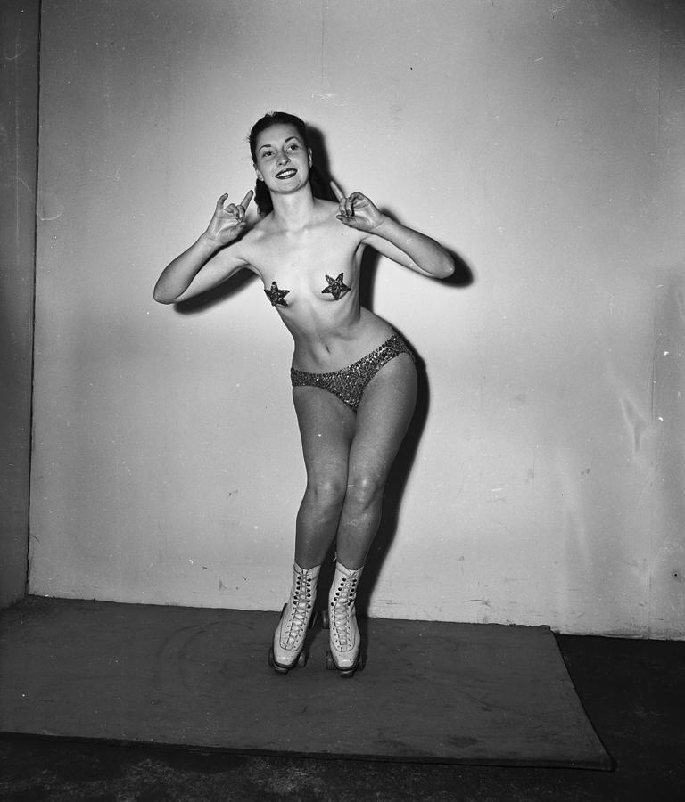 Young Adult Photograph - Nude On Skates by George Konig