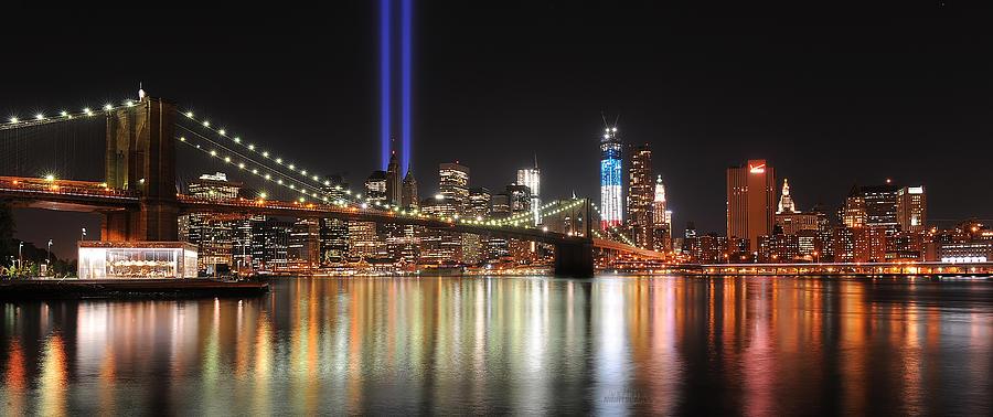 Brooklyn Bridge Photographs Photograph - Nyc - Manhattan Skyline 9-11 Tribute by Shane Psaltis