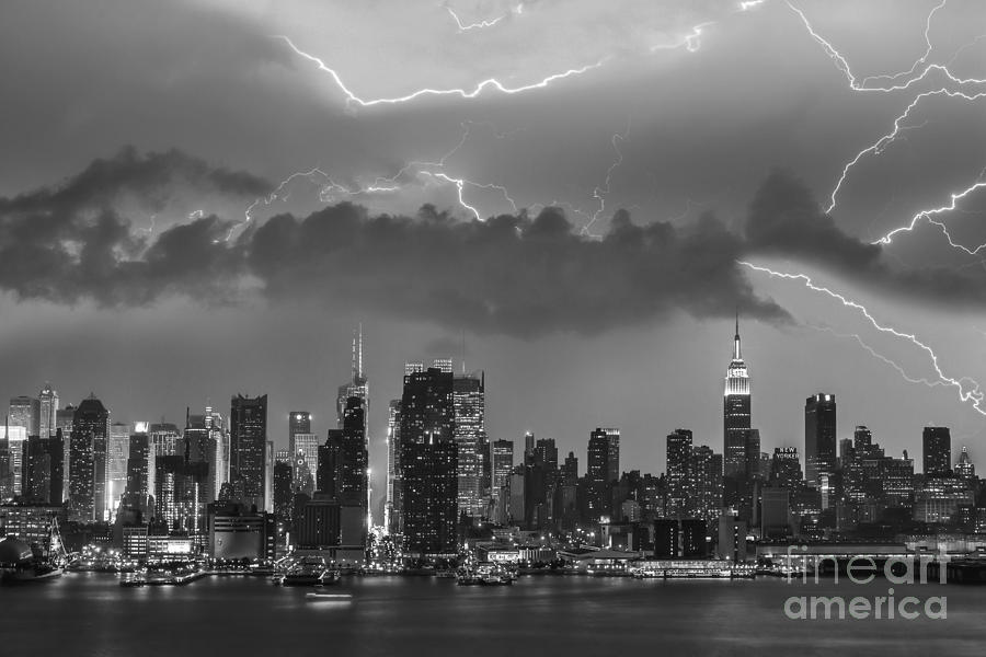 Lightning Photograph - Nyc All Charged Up Bw by Susan Candelario