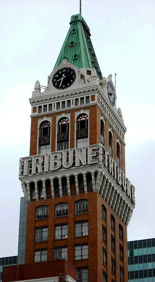Oakland Tribune Building by Kelly Manning