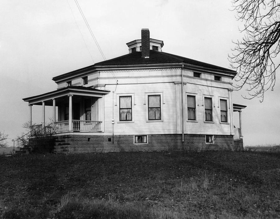 Black History Photograph - Octagonal House Used by Everett