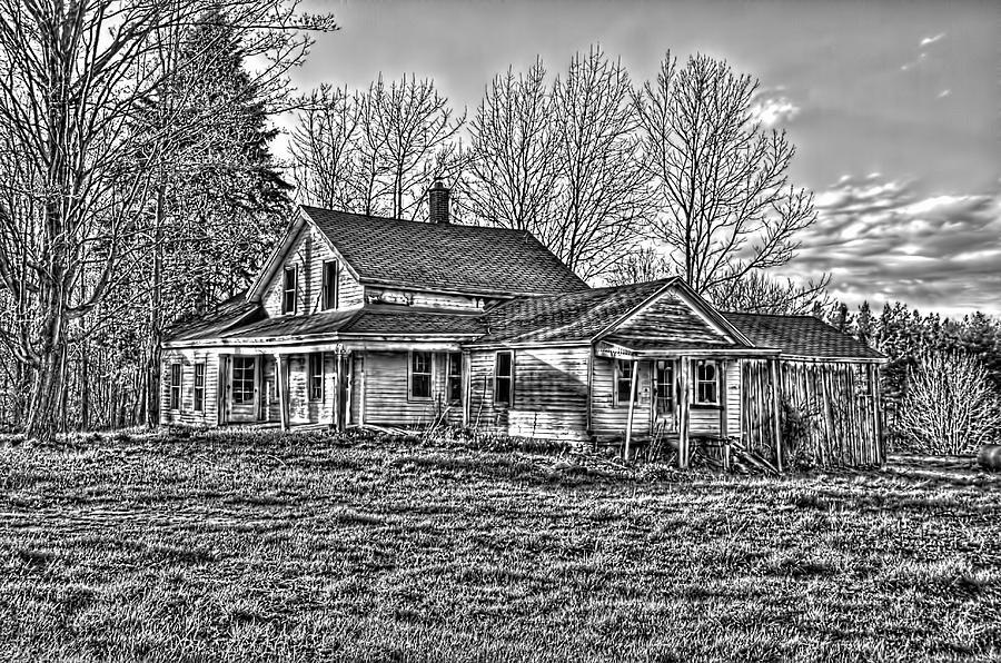 Old Farm House Photograph - Old Abandoned Farmhouse by Jim Lepard