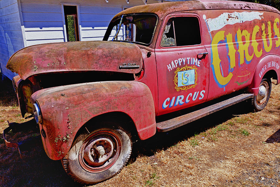 Red Photograph - Old Circus Truck by Garry Gay