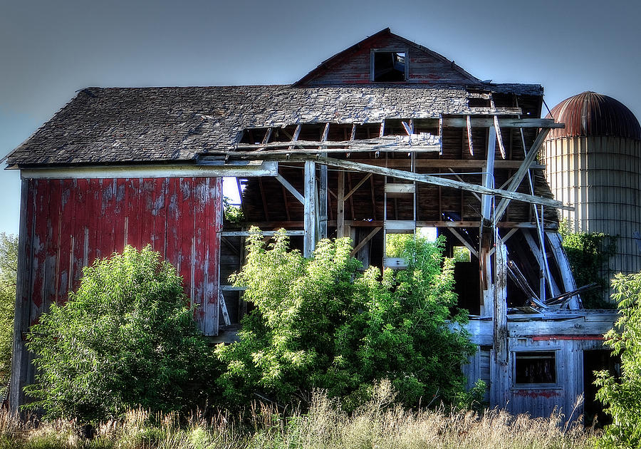 Barn Photograph - Old Country Barn by Michael Wilcox