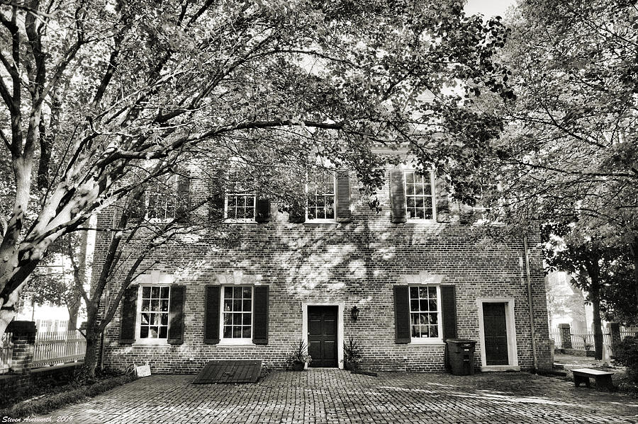 Home Photograph - Old Town Backyard by Steven Ainsworth