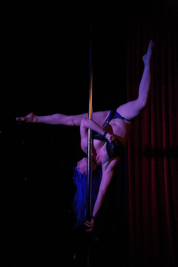 Australia Photograph - On The Pole by Lee Stickels