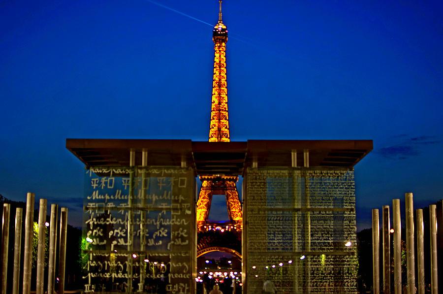 Paris Photograph - Paris Eiffel  by Jose  Carlos Heredia