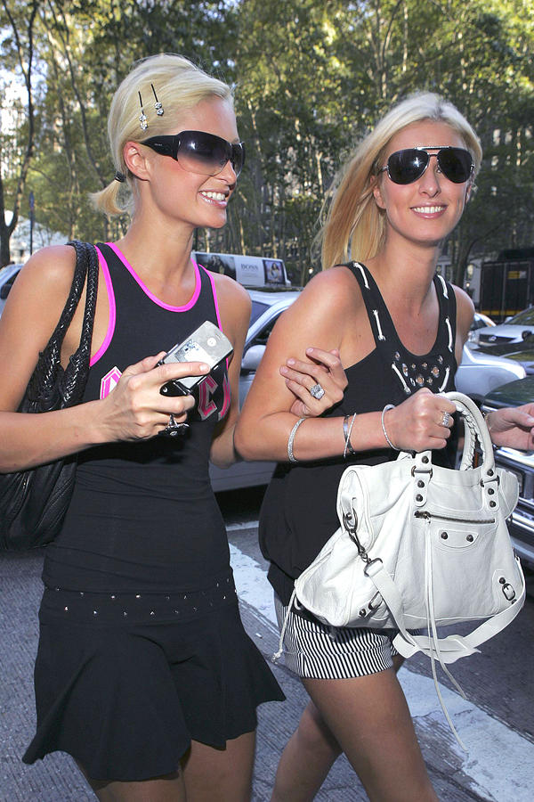 2006 Olympus Spring/summer Fash Photograph - Paris Hilton, Nikki Hilton Carrying by Everett