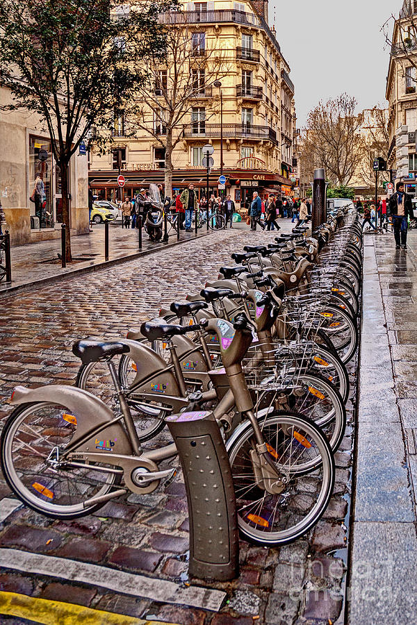Bicycle Photograph - Paris Wheels For Rent by Bob and Nancy Kendrick