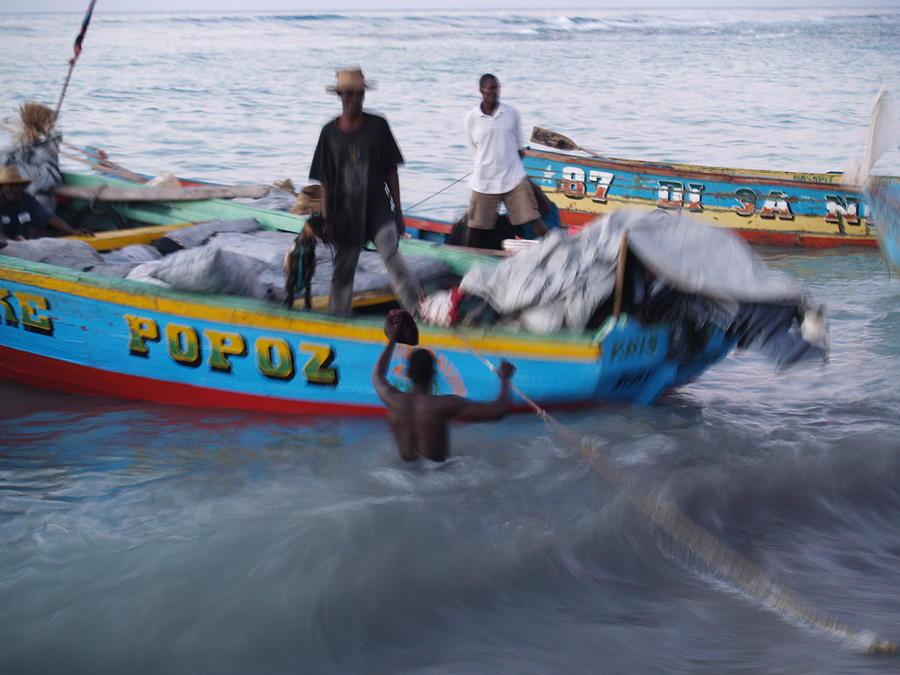 Seascape Photograph - Popoz by Makati Janlwi