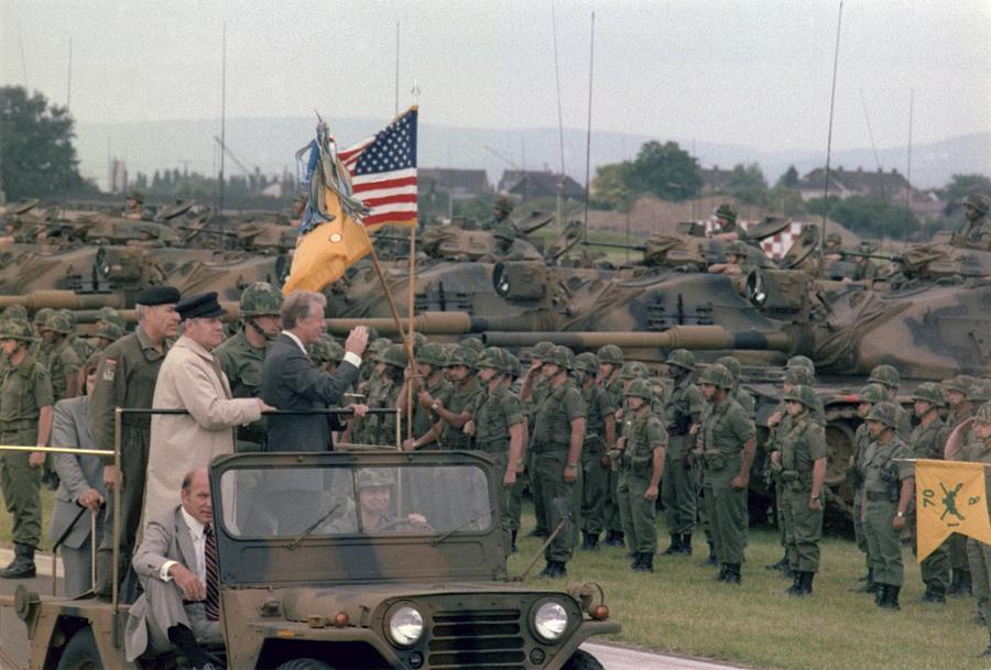 History Photograph - Present Jimmy Carter And Helmut Schmidt by Everett