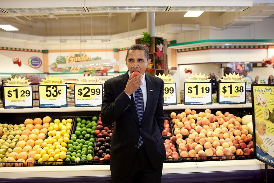 History Photograph - President Barack Obama Eats A Peach by Everett