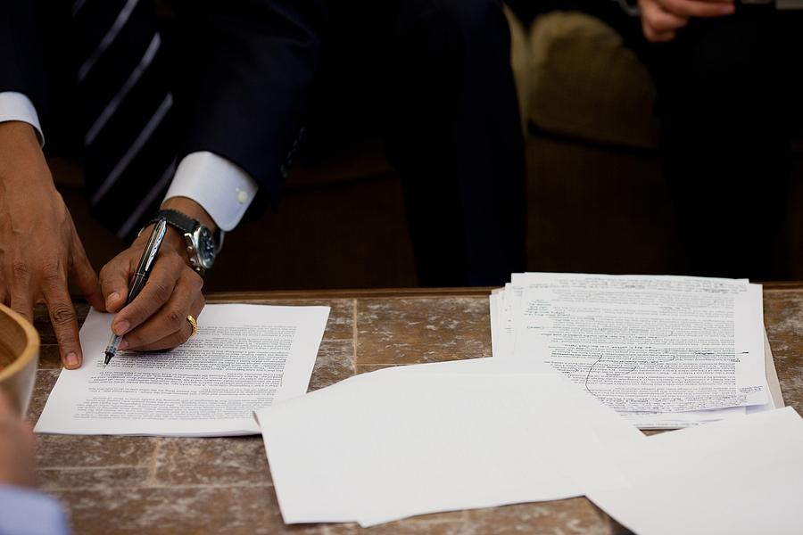 History Photograph - President Barack Obama Works by Everett