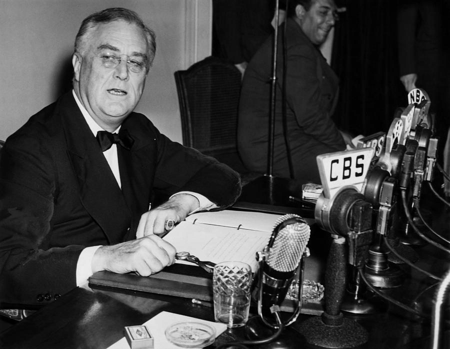 president franklin d roosevelt the Franklin delano roosevelt was sworn in as us president only five days before the act was passed - on 4 march 1933 it was precisely at this time that the usa were going through the worst period of the great depression, and it was probably the worst economic period in the entire history of the usa.
