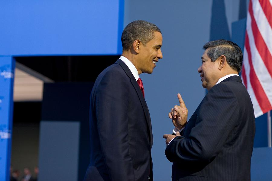 History Photograph - President Obama Talks With Indonesian by Everett