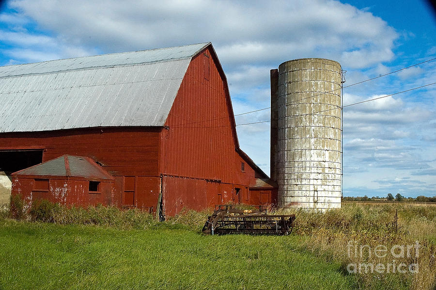 Barn Photograph - Red Barn With Silo by Ginger Harris