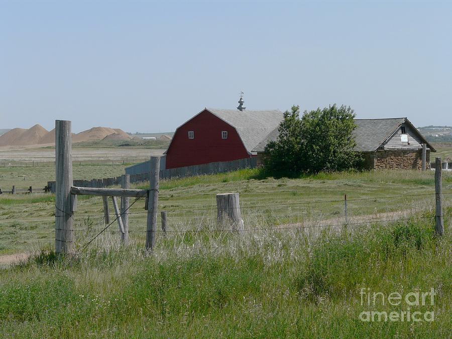 Barn Photograph - Red Hiproof Barn In Nd by Bobbylee Farrier