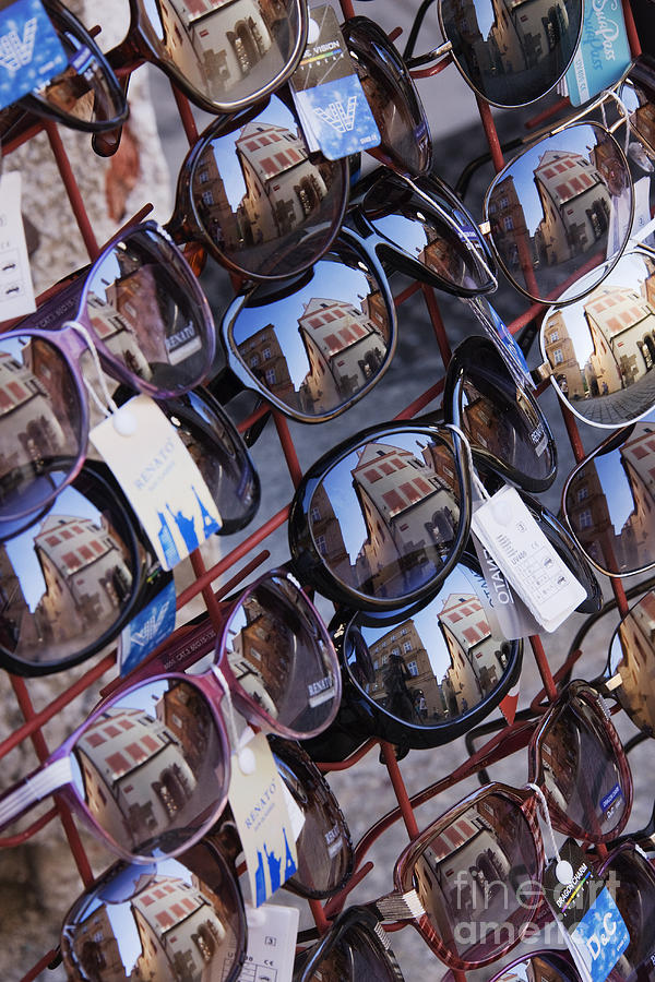 Abstract Photograph - Reflections In Sunglasses by Jeremy Woodhouse