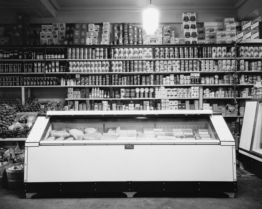 History Photograph - Refrigerator For Perishable Meat by Everett