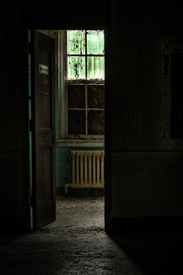 Abandoned Building Photograph - Resuscitator Room by Gary Heller