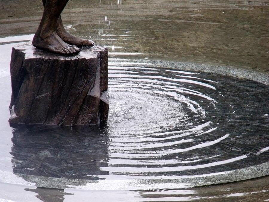 Water Photograph - Ripple Feet by Lee Versluis
