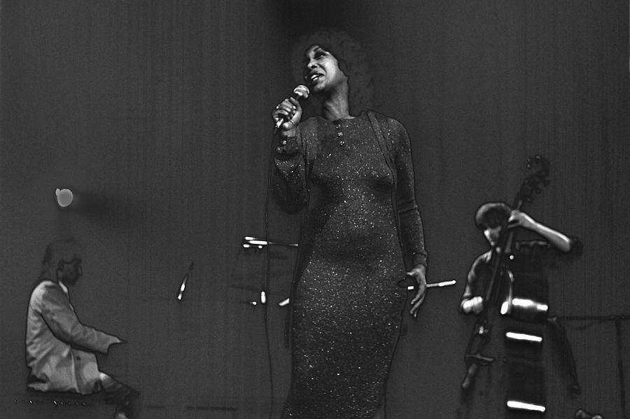 Jazz Photograph - Roberta Sweed by Dragan Kudjerski