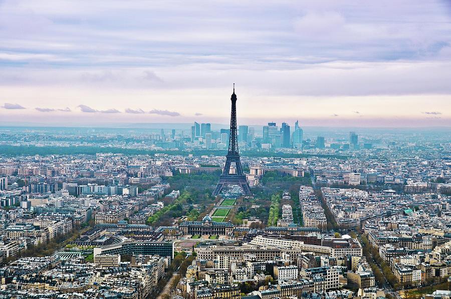 Horizontal Photograph - Romantic Paris by Photo by Volanthevist