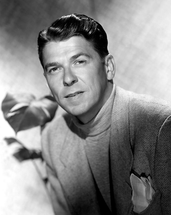 Portrait Photograph - Ronald Reagan, 1950 by Everett