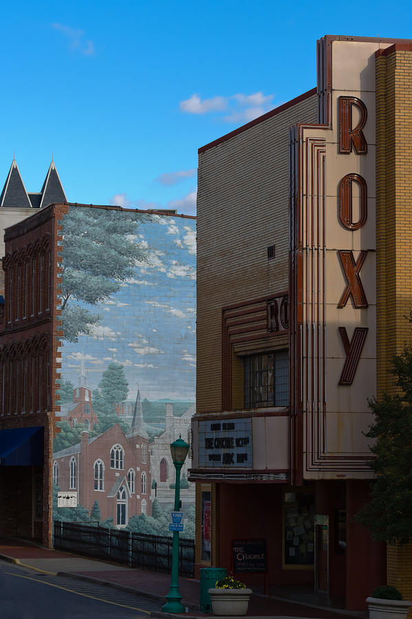 Clarksville Photograph - Roxy Theater And Mural by Ed Gleichman