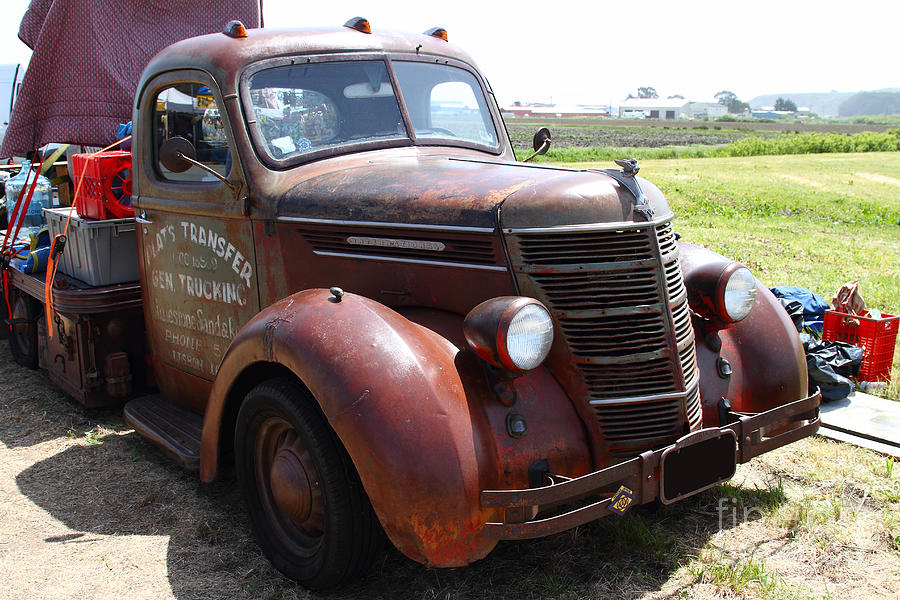 Rusty Old 1935 International Truck . 7d15498 Photograph by ...