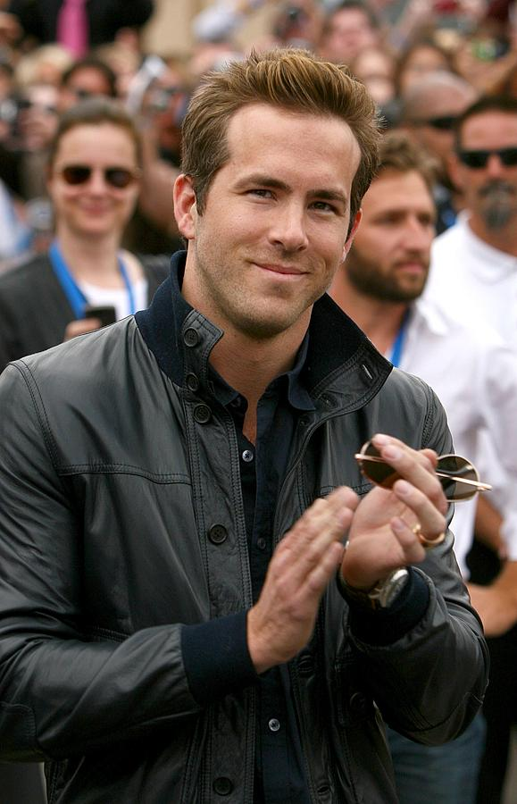 Ryan Reynolds Photograph - Ryan Reynolds At Arrivals For X-men by Everett