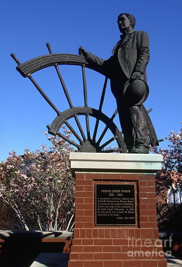 Statue Photograph - Ryman Auditorium by Thomas R Fletcher