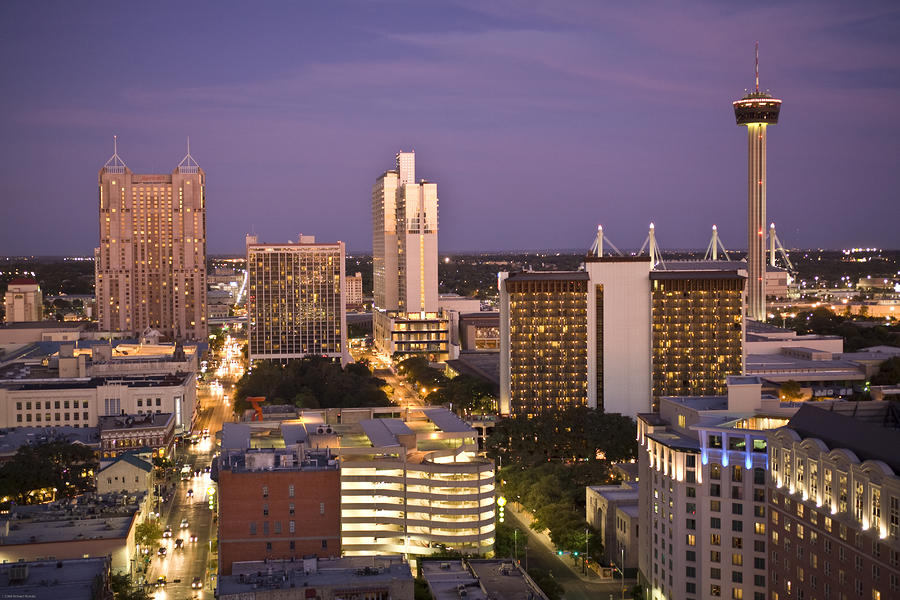 [Hình: san-antonio-texas-skyline-of-the-city-ri...nowitz.jpg]
