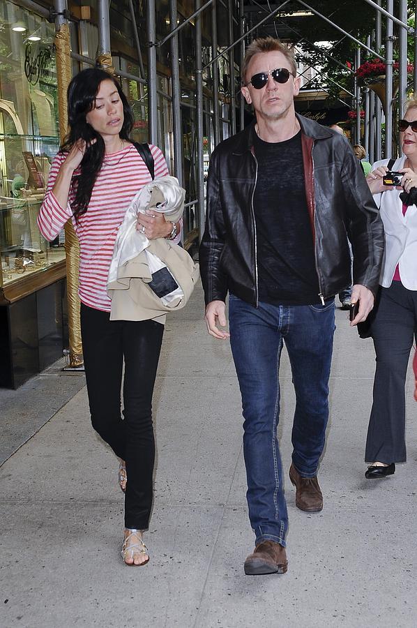 Daniel Craig Photograph - Satsuki Mitchell, Daniel Craig, Walk by Everett