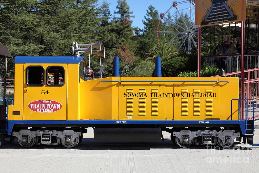 Sonoma Photograph - Scale Locomotive - Traintown Sonoma California - 5d19237 by Wingsdomain Art and Photography