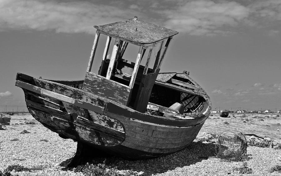 Boat Photograph - Shingle Sailor by Bel Menpes