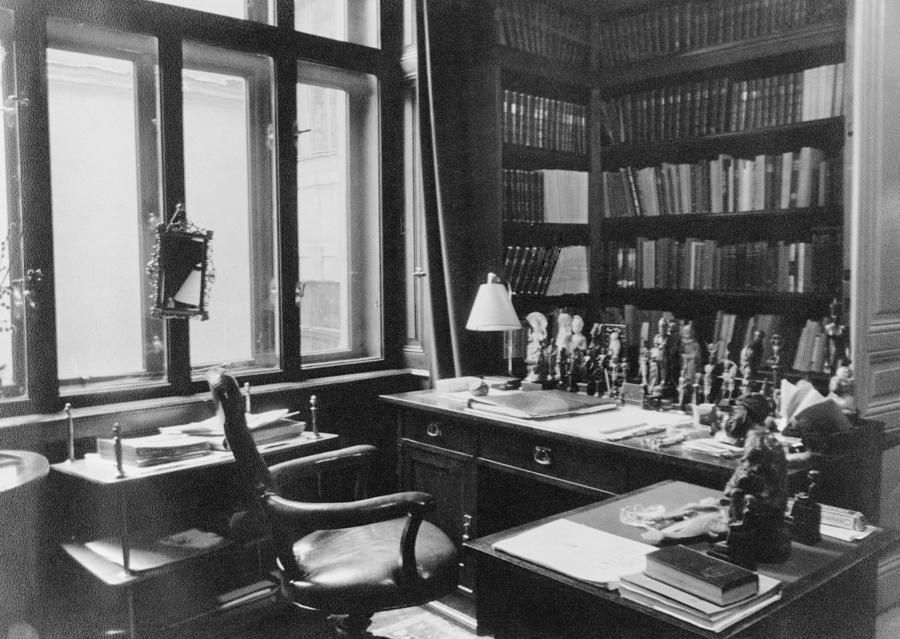 History Photograph - Sigmund Freuds Writing Desk by Everett